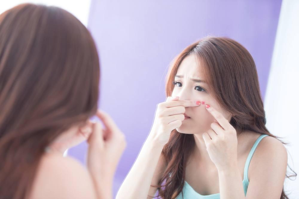 acné visage femme